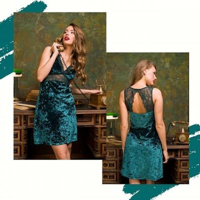 Знакомьтесь, наш  любимчик, глубокий изумрудный цвет, идеальный крой и открытые плечи, которые подчеркнут твою утончённость. 🔥 ⠀ Примерь это платье из велюра с  тонким кружевом – и ты поймёшь, о чём мы. С ним осанка ровнее, походка грациознее, а формы соблазнительнее. 🔥 ⠀ 👛Цена: 1739₽ ✂Размеры: 44/46/48/50 🏷️Материал: 95% полиэстер 5%эластан/90% нейлон10% эластан 🔸Модель: 429135 (для удобного поиска на сайте) ⠀ ______ ⠀ 🛍 Магазин: 📍ТЦ